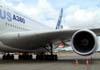 Detalhe da raiz da asa e de uma das quatro turbinas Rolls-Royce Trent 900 do Airbus A380, número de série 007, F-WWJB, futuro avião da Emirates. (11/12/2007)