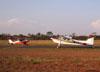 Cessna 180B, PT-KXT, do comandante Costa, cruzando com o Aero Boero 115, PP-GKB, do Aero-clube de Araraquara.