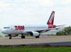 Airbus A320-232, PT-MZW, da TAM. (04/11/2011)
