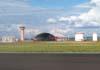 Torre de controle e um dos hangares da TAM. (25/11/2006)