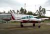 Cessna 310Q, PT-KLS, da Extreme Táxi Aéreo, estacionado no pátio em frente ao hangar da TAM. (08/12/2007)