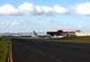 Vista do Centro Tecnológico da TAM, com o Airbus A300B2-203 da VASP, um Fokker 100 da UAir e várias aeronaves da TAM. (16/04/2004) Foto: Rogério Castellao.