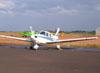 Piper Tupi, (PT-NXW), da Mariano Escola de Aviação, estacionado no pátio da aviação geral.