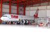 Airbus A320-214, PR-MHE, da TAM. (23/10/2011)
