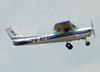 Cessna 152 II, PR-RFS, do Aeroclube de Jundiaí, decolando no aeroporto de São Carlos. (29/01/2012)