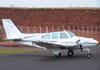 Beechcraft 95-55 Baron, PT-BPI, estacionado no pátio da aviação geral. (02/09/2006)