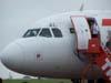 Cabine do Airbus A319-132, PR-MAL, da TAM, logo após o desembarque de turistas. Esse é um vôo fretado, que veio de Caldas Novas, Goiás. (12/10/2006)
