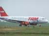 Airbus A319-132, PR-MAL, da TAM, freando após o pouso na pista 02/20. (12/10/2006)