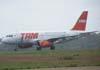 Airbus A319-132, PR-MAL, da TAM, realizando um back track na pista 02/20. (12/10/2006)