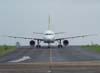 Airbus A319-132, PR-MAL, da TAM, taxiando em direção ao pátio em frente a torre de controle. (12/10/2006)