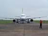Airbus A319-132, PR-MAL, da TAM, taxiando na entrada do pátio em frente a torre de controle. (12/10/2006)