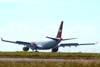 Airbus A330-223, PT-MVC, da TAM durante o pouso. Esta aeronave foi entregue à companhia aérea em dezembro de 1998 direto da fábrica. (18/06/2008)