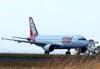 Airbus A320-214, PR-MHD, correndo para decolar. (28/05/2008)
