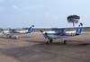 À partir da esquerda, o Cessna 152 PR-EJB, e o Cessna 152 PR-EJK, ambos da EJ Escola de Aviação Civil, de Itápolis, estacionados em frente à Torre de Controle. (30/08/2007)