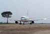 """Airbus A319-133X CJ (VC-1A), """"Santos Dumont"""", do GTE (Grupo de Transporte Especial) da FAB (Força Aérea Brasileira), taxiando em frente à Torre de Controle. (30/08/2007)"""