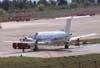 Embraer EMB-120ER Brasília, PT-SOL, última aeronave deste modelo fabricada pela companhia brasileira, com as cores da Força Aérea Nacional de Angola, sendo lavada no Centro Tecnológico da TAM. (31/08/2007)