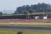 Vista do pátio da aviação geral e do terminal de passageiros. No pátio, vê-se, à partir da esquerda, um Cirrus SR-22, um Cessna 150J (PT-AKY, da Mariano Escola de Aviação) e um Piper/Embraer Tupi (PT-NXW, também da Mariano Escola de Aviação). (31/08/2007)