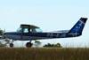 Cessna 152 II, PR-EJR, da EJ Escola de Aviação Civil, durante o toque e arremetida. (16/12/2009)