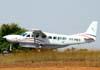 Cessna 208B Grand Caravan, PT-MES, da TAM (Táxi Aéreo Marília), ex-Aeroexpress, pousando em São Carlos. (19/09/2008)