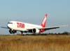 Pouso do Boeing 767-33AER, PT-MSU, da TAM, o primeiro do modelo no aeroporto de São Carlos. (28/08/2009)