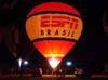 Balão do brasileiro Aquilino Gimenez, prefixo PP-XHN, aguardando o início do Night Glow.