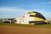Equipe inflando o balão do piloto brasileiro Wagner Pascoalino, prefixo PP-XKA.