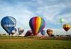 Balões sendo inflados e decolando no aeroporto Doutor Adhemar de Barros.