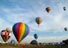 Balões sendo inflados e decolando no aeroporto Doutor Adhemar de Barros
