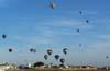 Balões voando empurrados pelo vento. (23/06/2007)