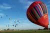 Balões se encaminhando para o alvo, enquanto o Rubic III, PP-XBY, se prepara para decolar. (23/06/2007)