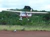 Ultraleve avançado Tecnam P-92 Echo, PU-HLC, montado pela Microleve, durante a decolagem.