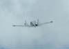 Piper PA-30 Twin Comanche, PT-CVP, subindo logo depois de realizar uma passagem rasante.