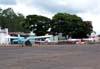 Aeronaves estacionadas no pátio.