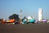 Aviões da Esquadrilha OI. Da esquerda para a direita, o North American T-6D, PT-LDO, aeronave número 3, pilotada pelo Gustavo Albrecht, o North American T-6D, PT-KRC, aeronave número 1, pilotada pelo Carlos Edo, e o North American T-6D, PT-LDQ, aeronave número 2, comandada pelo Laert Gouvêa. (26/04/2008) Foto: João Thiago Domingues