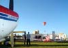 """A esquerda, o """"nariz"""" do American Champion 8KCAB, Super Decathlon, PP-TZS, pertencente à ANAC (Agência Nacional de Aviação Civil), que o cedeu à ACRO (Associação Brasileira de Acrobacias Aéreas), que por sua vez o cedeu ao Aeroclube de Itu, e a direita, o Bücker Jungmann, PP-ZMO, do comandante Beto Bazaia, logo abaixo do balão pintado com as cores das Casas Bahia. (26/04/2008) Foto: João Thiago Domingues"""