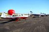 Aeronaves estacionadas no pátio de exposição.