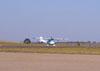 Cessna-150 correndo para decolar.