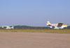 P56B-1 Paulistinha, PP-GYE, correndo para decolar e outros dois Paulistinhas na taxiway, todos do Aero-clube de Bragança Paulista.