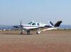 Beechcraft Bonanza V35-B, PT-JNI, taxiando no pátio Delta.