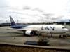 Boeing 767-316ER, CC-CZW, da LAN Chile. (01/2007) Foto: Murilo Basseto.