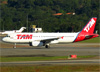 Airbus A320-232, PR-MBT, da TAM. (04/07/2013)