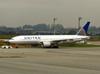 Boeing 777-222ER, N220UA, da United Airlines. (04/07/2013)