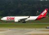 Airbus A330-223, PT-MVB, da TAM. (04/07/2013)
