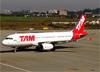 Airbus A320-232, PR-MBC, da TAM. (04/07/2013)