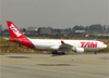 Airbus A330-223, PT-MVA, da TAM. (28/08/2013)