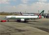 Boeing 777-243ER, EI-ISA, da Alitalia. (28/08/2013)