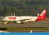 Airbus A320-214, PR-MHU, da TAM. (28/08/2013)