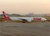 Boeing 777-32WER, PT-MUD, da TAM. (28/08/2013)
