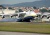 Antonov An-225 Mriya, UR-82060, da Antonov Airlines, pousando pela primeira vez no Brasil, no aeroporto de Cumbica, em Guarulhos. Foto: Ademilton Junior. (14/02/2010)