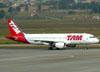 Airbus A320-214, PR-MHJ, da TAM. (01/07/2011)